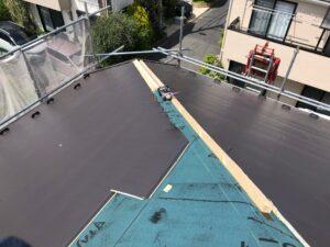 黒い屋根を張り替え
