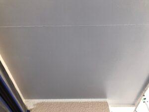 塗装前のグレーの天井