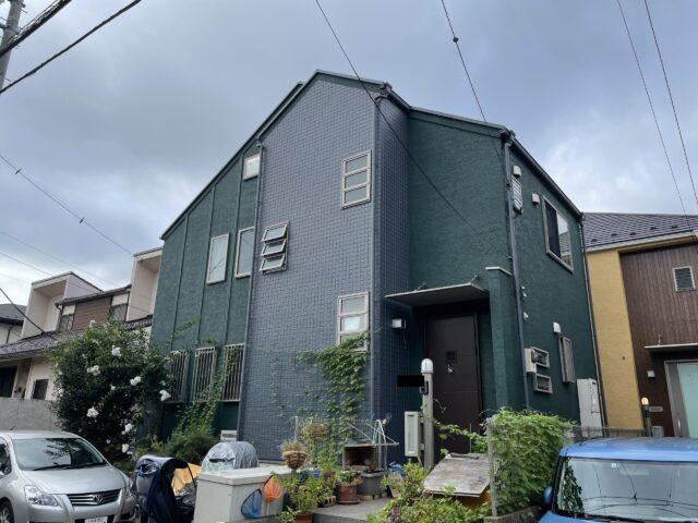 外壁塗装を行い、綺麗な緑に生まれ変わった家