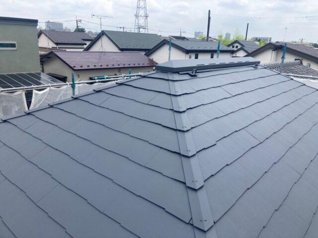 施工後のグレーのピカピカな屋根