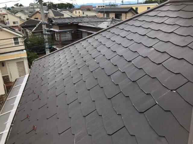 塗装する前の黒い屋根