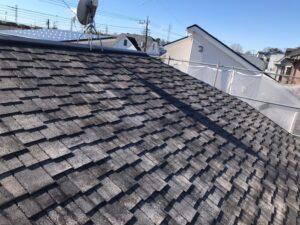 長年の放置と経年劣化で状態が悪くなった屋根