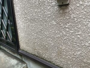 施工前の汚れた外壁
