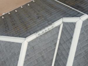 施工前の苔がついた屋根
