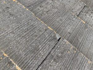 施工前の欠けた屋根