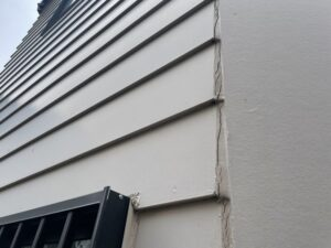 外壁のひび割れ、目地補修