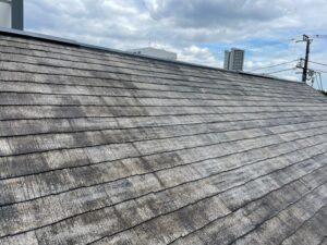 施工前の汚れた屋根