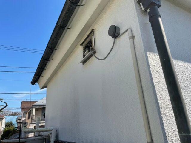 塗装を行う前の汚れてしまった白い外壁