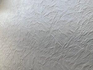 塗装される前の薄いグレーの外壁