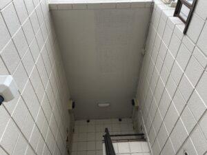 クリーム色の外壁