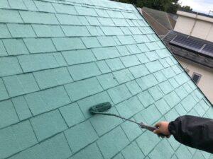 上塗りし終えた緑色の屋根