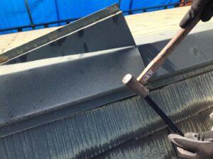屋根の部品を取り除いてる