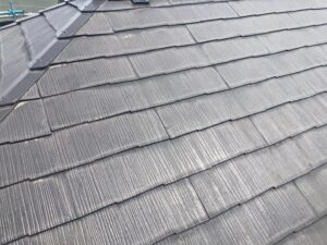 下塗り塗装を終えた屋根