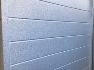 塗装される前の白い外壁