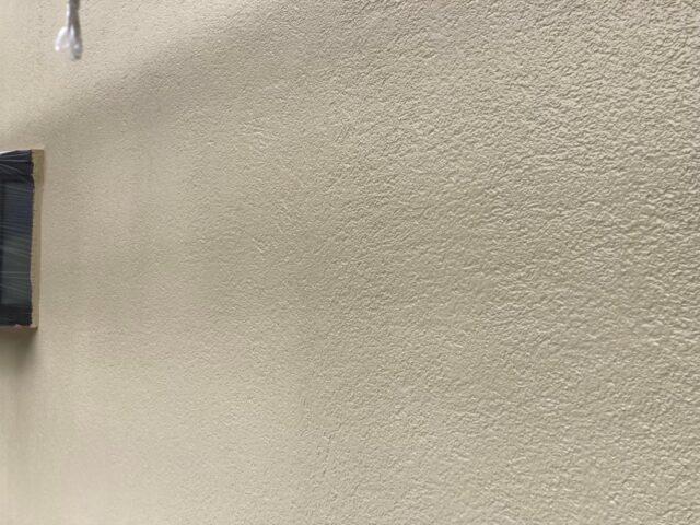 クリーム色に仕上がった外壁