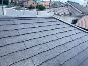 施工前の藻や苔がついた屋根