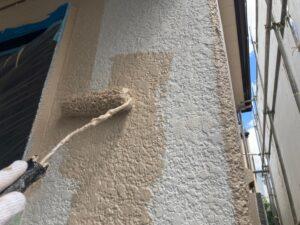 外壁をベージュ色の塗装