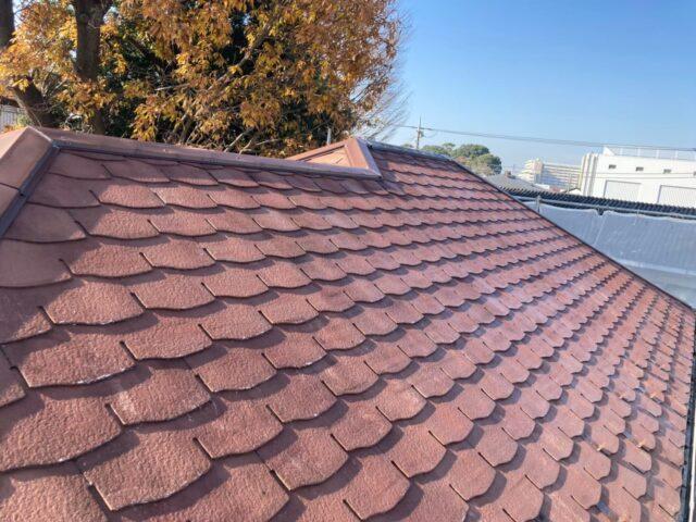 下塗りが完了したベージュの屋根