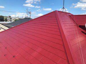 職人の手により綺麗な赤に生まれ変わった屋根